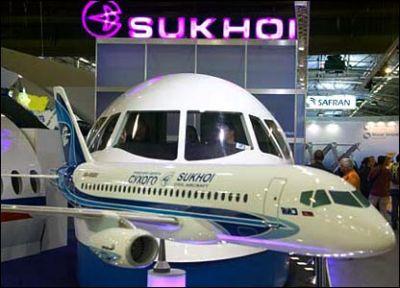 Roll-out del SUPERJET 100, frutto della cooperazione italo-russa nel settore aeronautico.