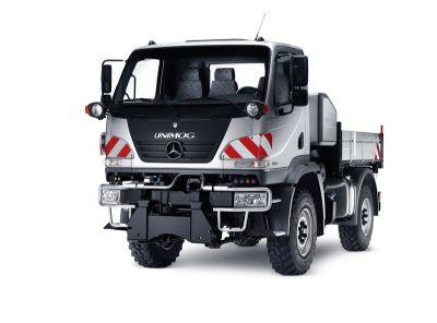 Unimog U 20 Mercedes-Benz, veicolo leggero e maneggevole con il comfort di un autocarro