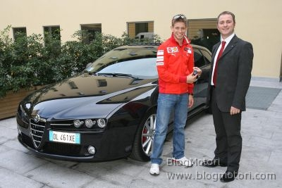 Casey Stoner riceve la sua Alfa 159 Sportwagon TI