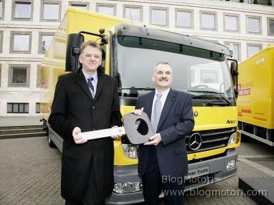 Mercedes-Benz Atego BlueTec Hybrid e Fuso Canter Eco Hybrid destinati al mercato europeo