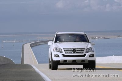 auto-benz-bluetec-gl320-international-mercedes-ml320-new-show-york.jpg