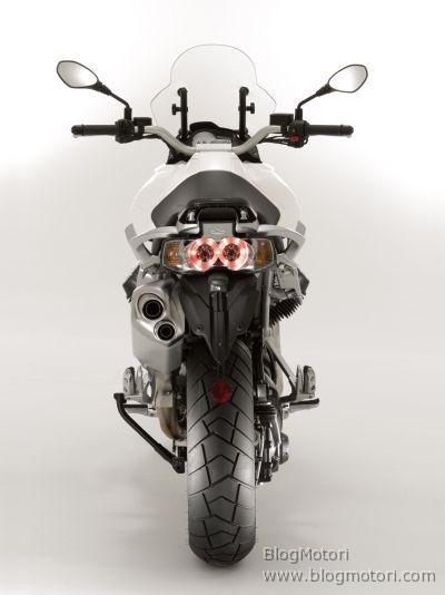 enduro-guzzi-maxi-moto-quattrovalvole-stelvio-1200-4v-03.jpg
