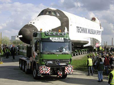 Un trattore stradale Mercedes-Benz Actros è stato utilizzato per il trasporto della navicella spaziale BURAN
