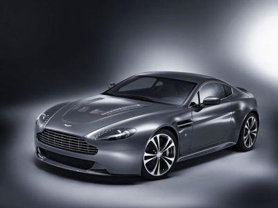 Aston Martin V12 Vantage: un superbo esempio di design automobilistico
