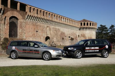 Volvo Auto Italia sosterrà l'attività della Clinica Mobile del Dottor Claudio Costa