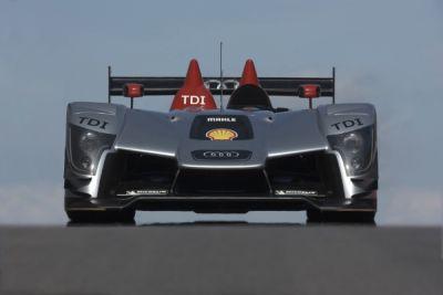 audi-r15-tdi-in-pista-la-seconda-generazione-della-vettura-diesel-da-competizione-01