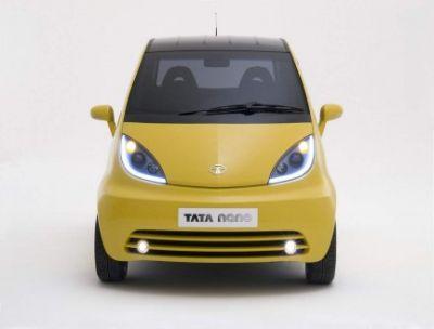 Debutto per la Tata Nano, l'auto più economica al mondo