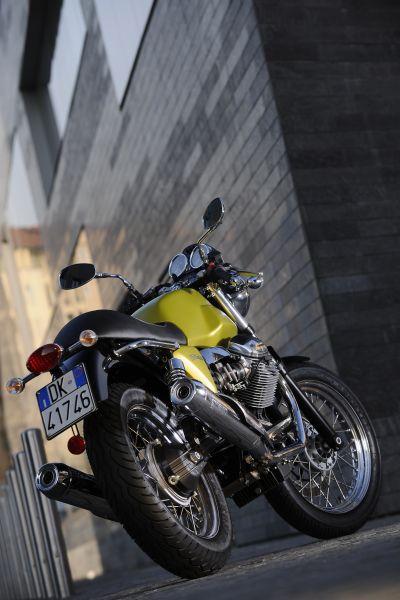 moto-guzzi-v7-cafe-classic-my09-02