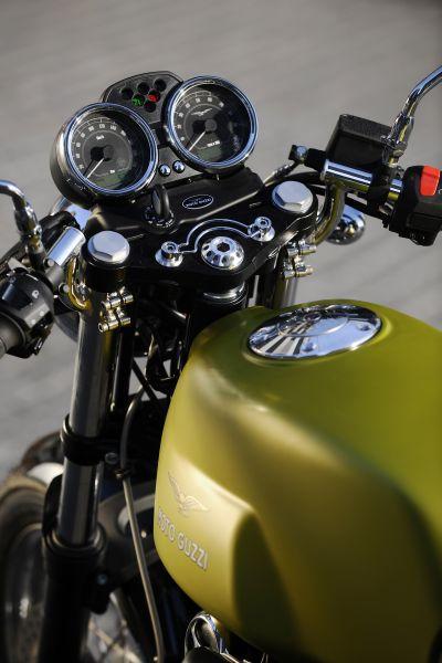 moto-guzzi-v7-cafe-classic-my09-03