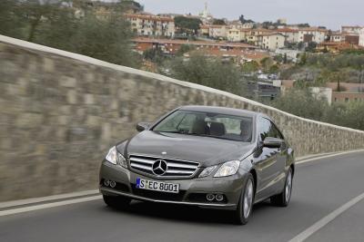 mercedes-benz-classe-e-coupe-perfetto-mix-di-fascino-ed-efficienza-01