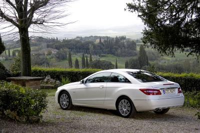mercedes-benz-classe-e-coupe-perfetto-mix-di-fascino-ed-efficienza-04