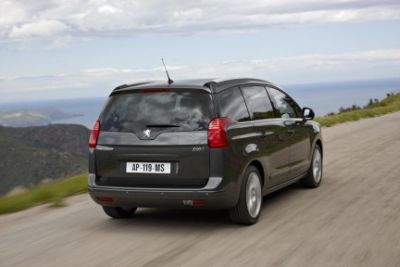 peugeot-5008-7-posti-in-totale-relax-02