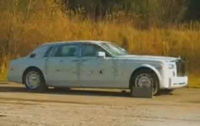 Rolls Royce Phantom blindata il video dei test balistici
