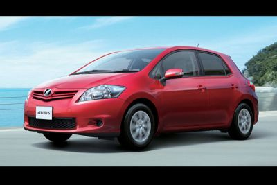 Toyota Auris prime immagini del restyling 00