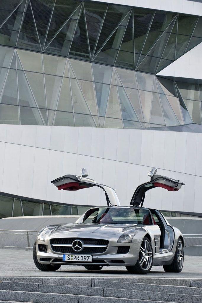 Mercedes-Benz SLS AMG: in Italia costerà 183.800 euro
