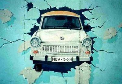 I 20 anni dalla caduta del Muro di Berlino e la Trabant, l'auto che motorizzò le nazioni del blocco comunista