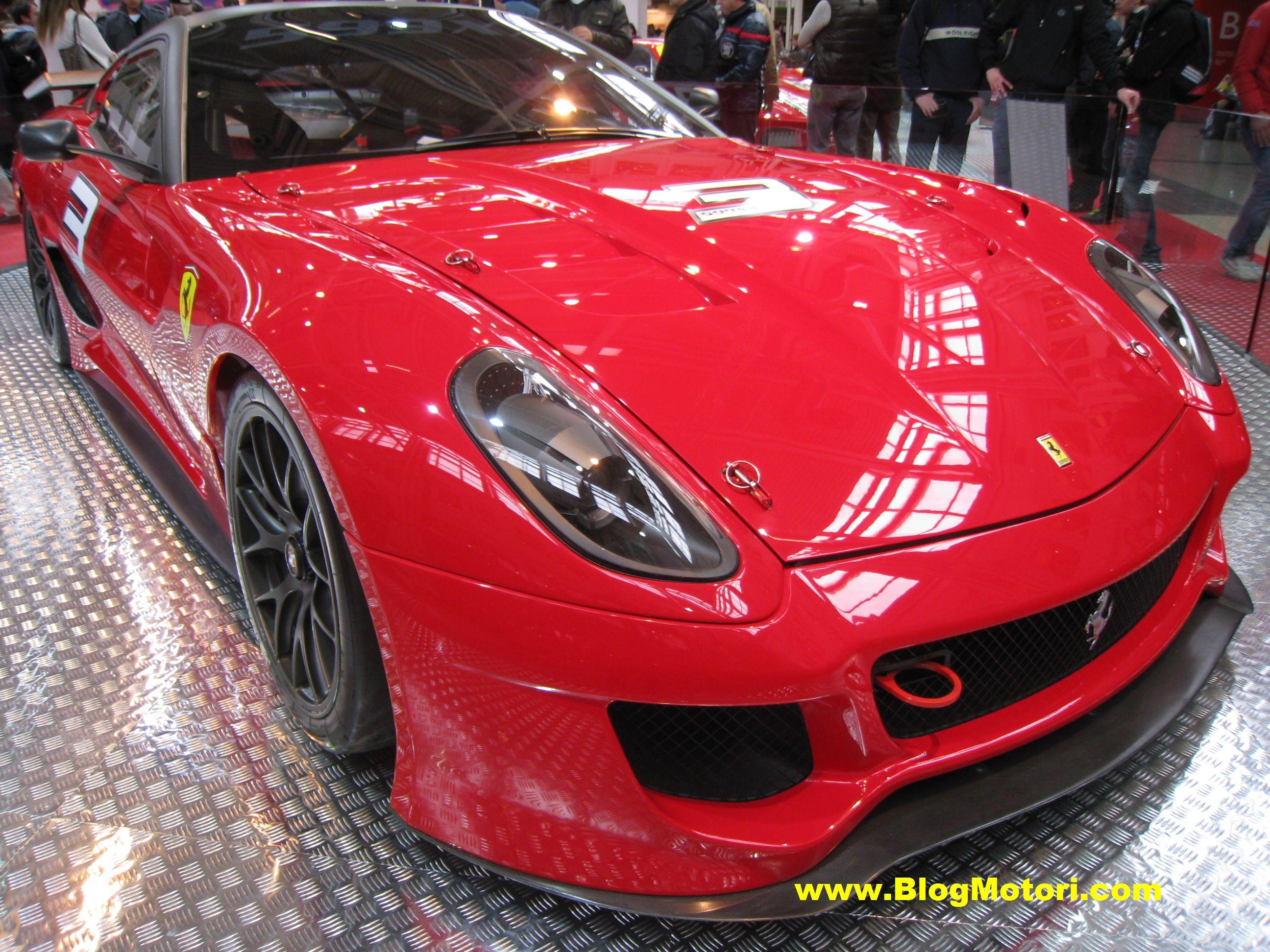 Al Motor Show 2009 grande spettacolo con le Ferrari in pista (tutte le immagini live)