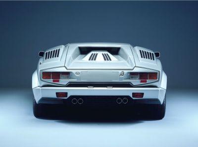 Automobili Lamborghini la casa automobilistica di Sant'Agata Bolognese raccontata in un libro COUNTACH 00