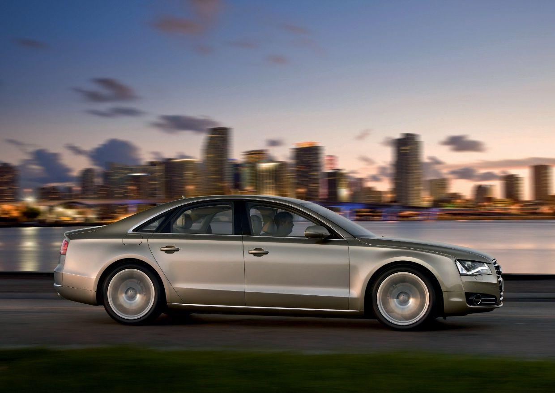 Nuova Audi A8: le immagini ufficiali della berlina più sportiva nel segmento di lusso