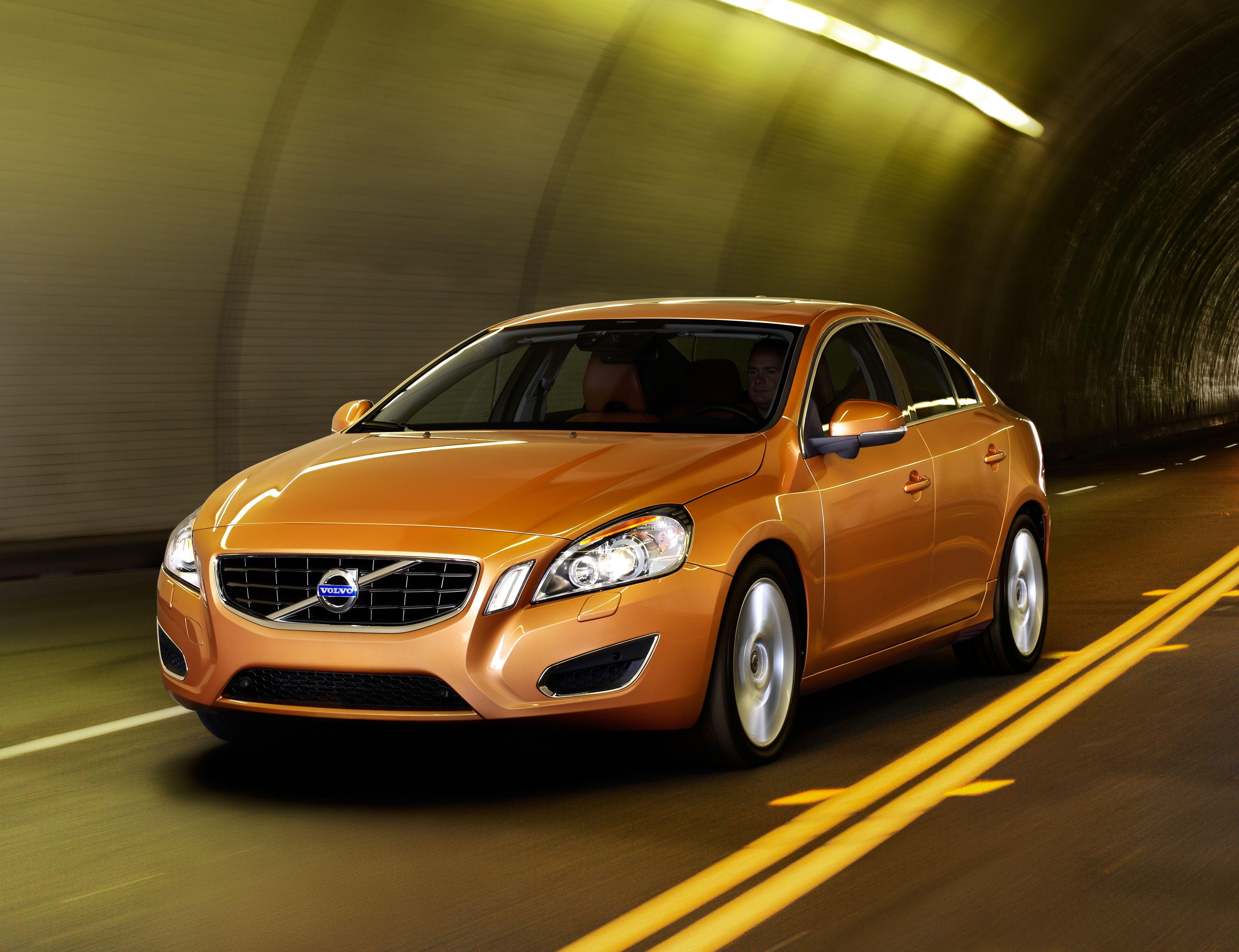 Nuova Volvo S60: tutte le immagini ufficiali del model year 2011