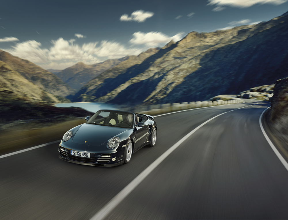Porsche 911 Turbo S: video e immagini delle versioni Coupe e Cabriolet