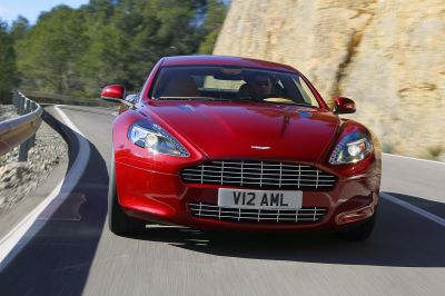 Aston Martin Rapide vs Porsche Panamera video e immagini