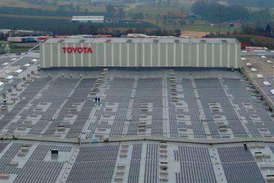 """Toyota: obiettivo """"zero emissioni"""", inaugurato il tetto a pannelli solari per il centro ricambi europeo"""