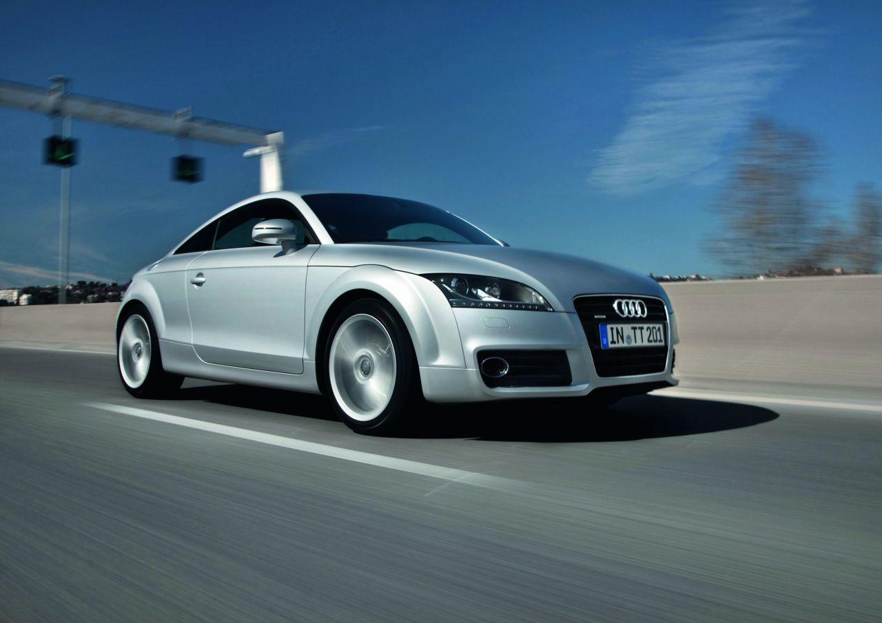 Audi TT Coupé e Roadster: le immagini del restyling