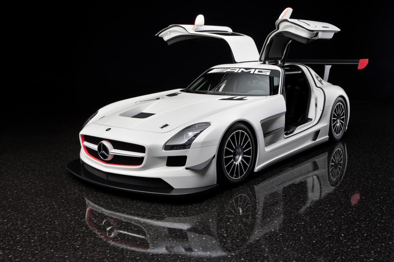 """Mercedes SLS AMG GT3: versione da corsa della nuova """"ali di gabbiano"""""""