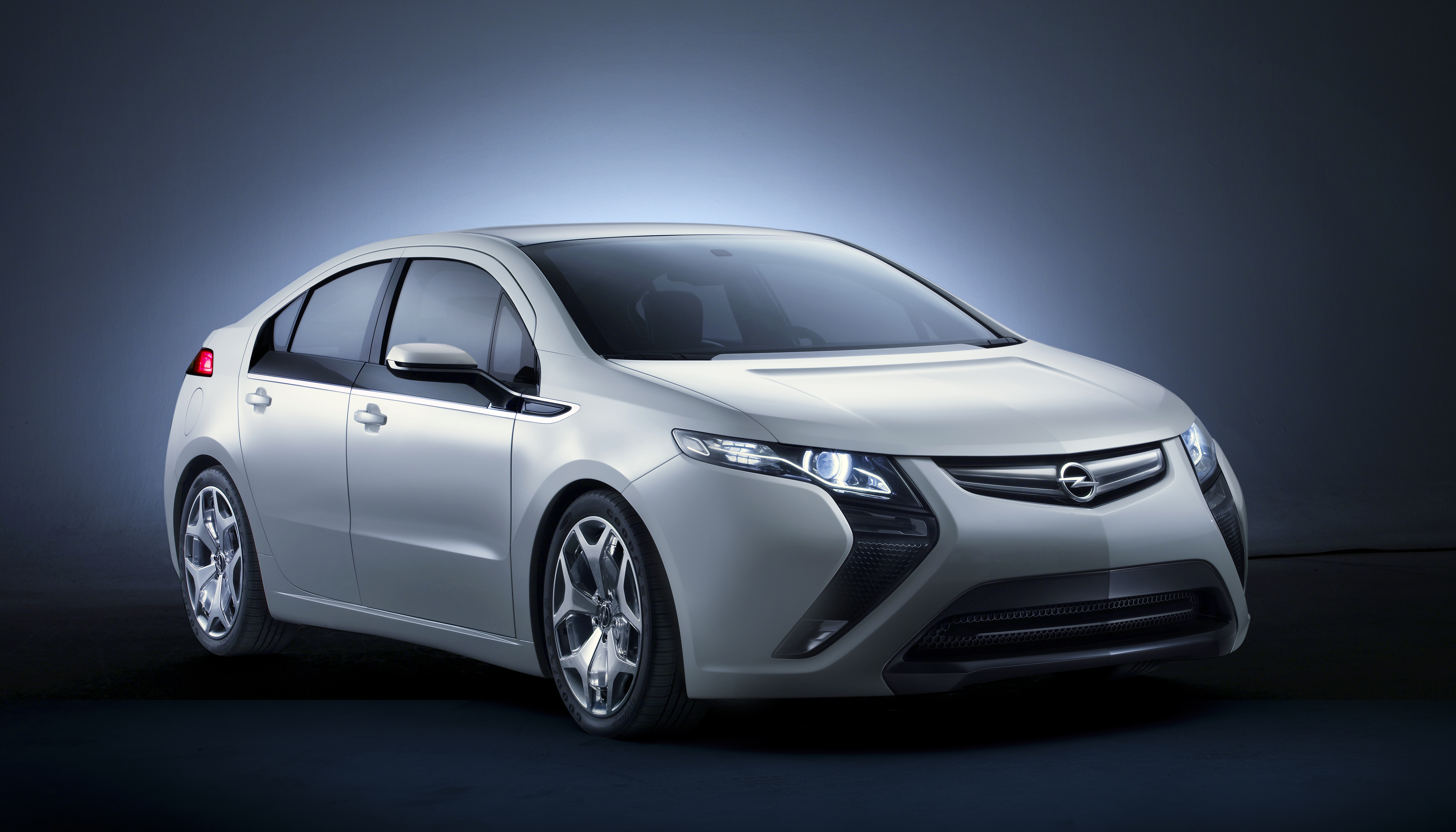 "ecoFLEX Experience: l'automobilista più ""verde"" d'Europa vincerà una Opel Ampera"