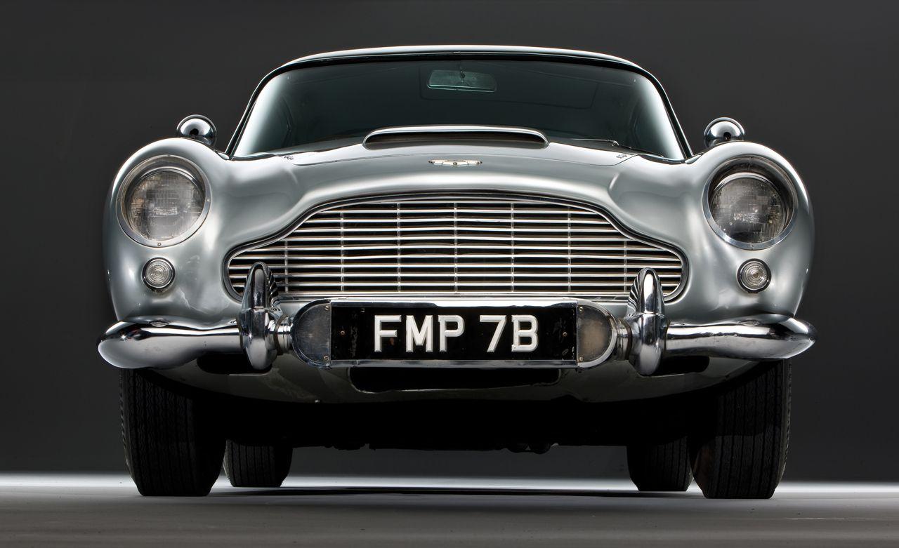 """All'asta la celebre Aston Martin DB5 di """"007 Missione Goldfinger"""""""