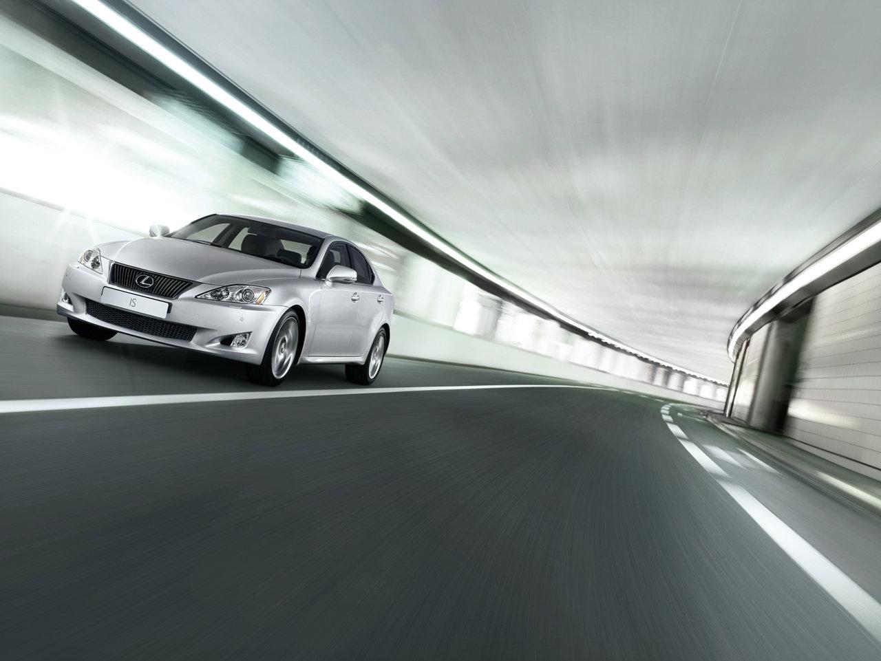 Nuova Lexus IS 200d: 2.2 diesel da 150 CV