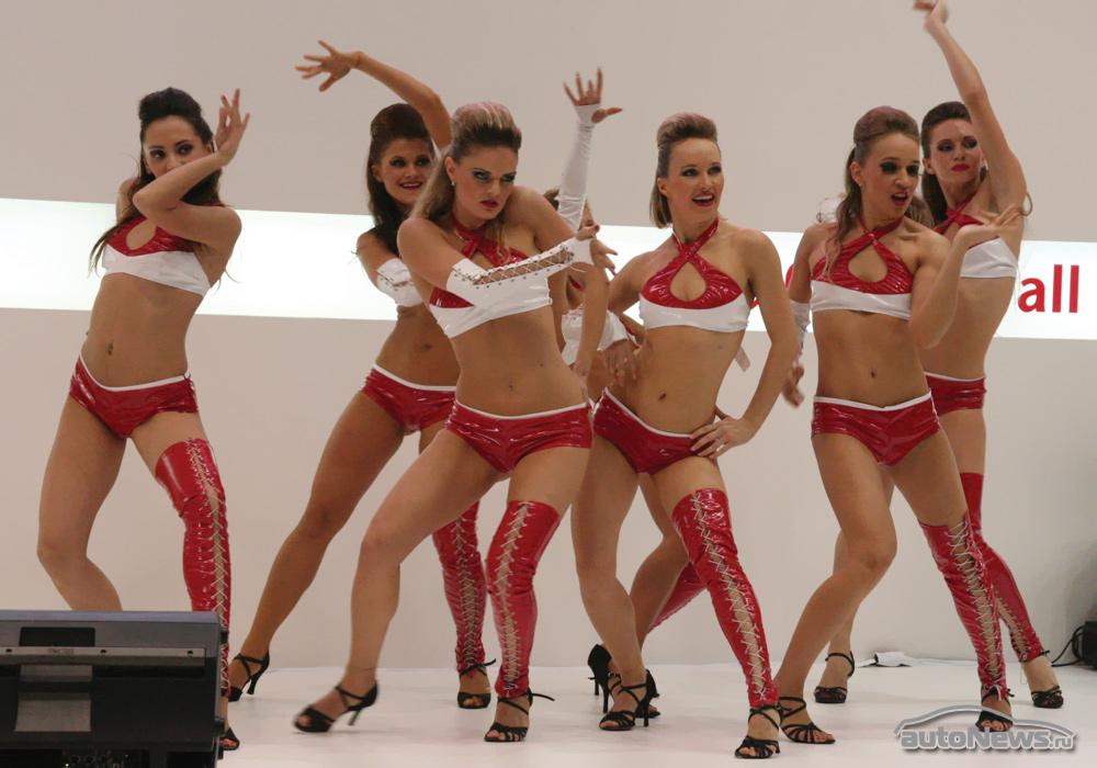 Le ragazze del Motor Show di Mosca 2010