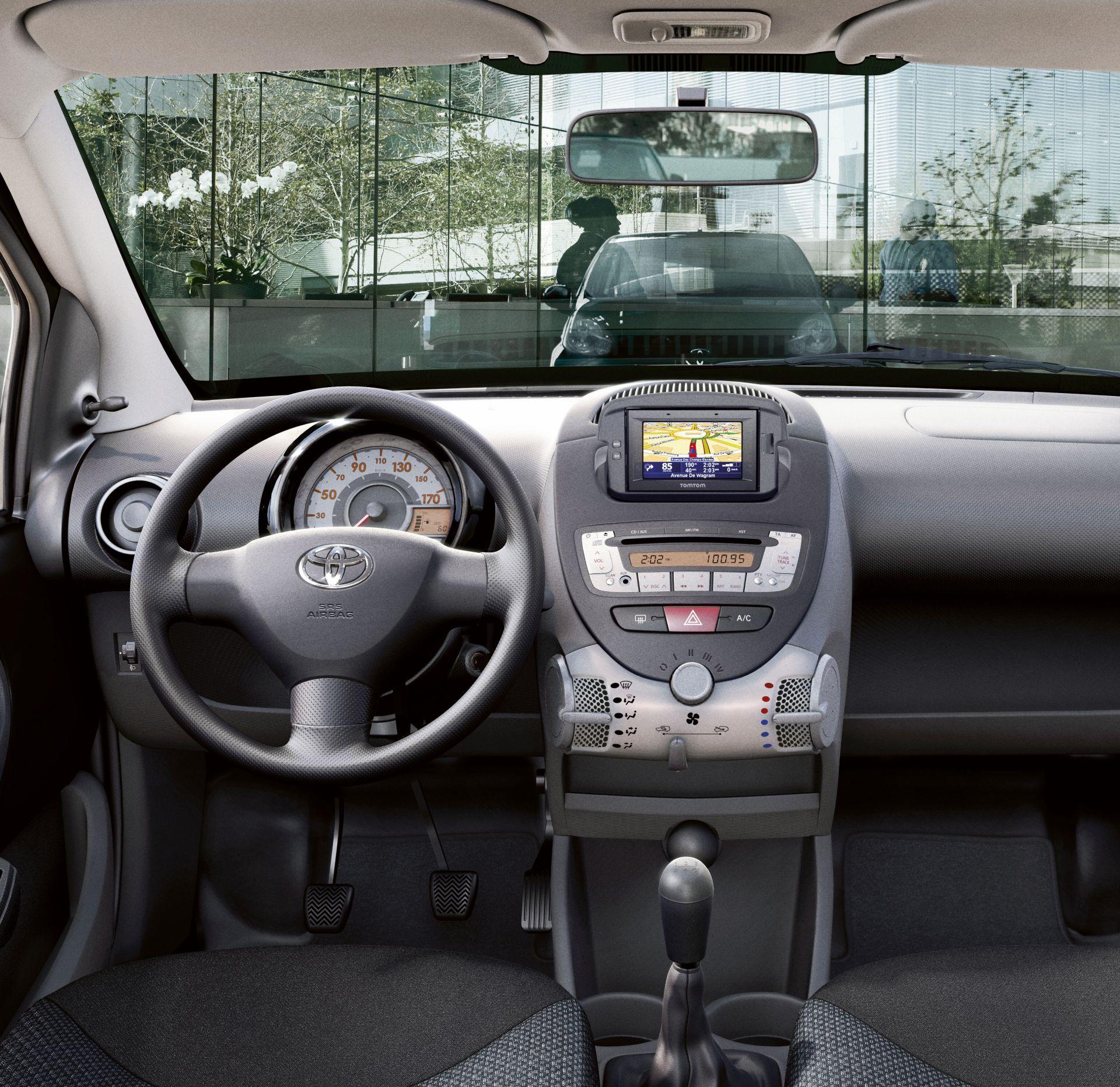 Parigi: nuova Toyota Verso S e restyling per IQ e Aygo