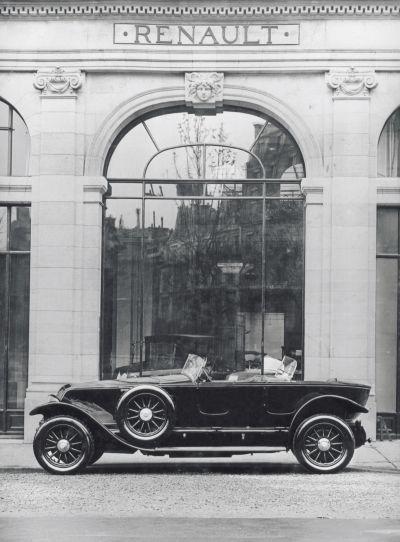 1910-2010: 100 anni di Renault sugli Champs-Elysees raccontate in 10 esclusive immagini