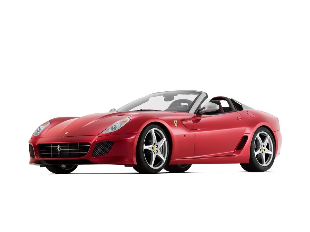 Ferrari SA Aperta: omaggio a Pininfarina da vivere en plein air