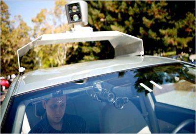 Google svela l'automobile senza conducente, ma è solo un prototipo