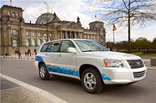 """Toyota: nel piano """"eco-car"""" 11 nuovi modelli ibridi entro il 2012 e la iQ elettrica"""