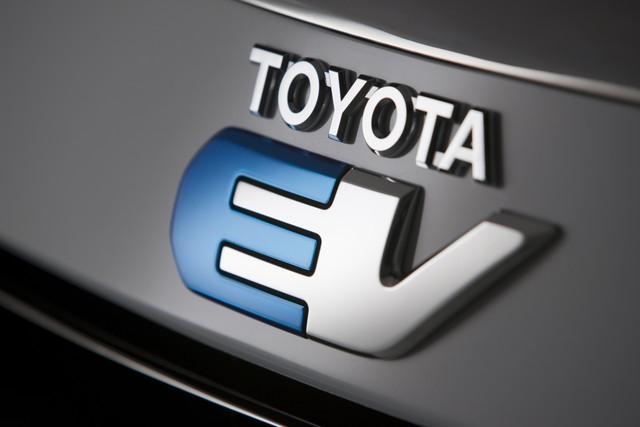 Salone di Los Angeles: Toyota RAV4 EV powered by Tesla