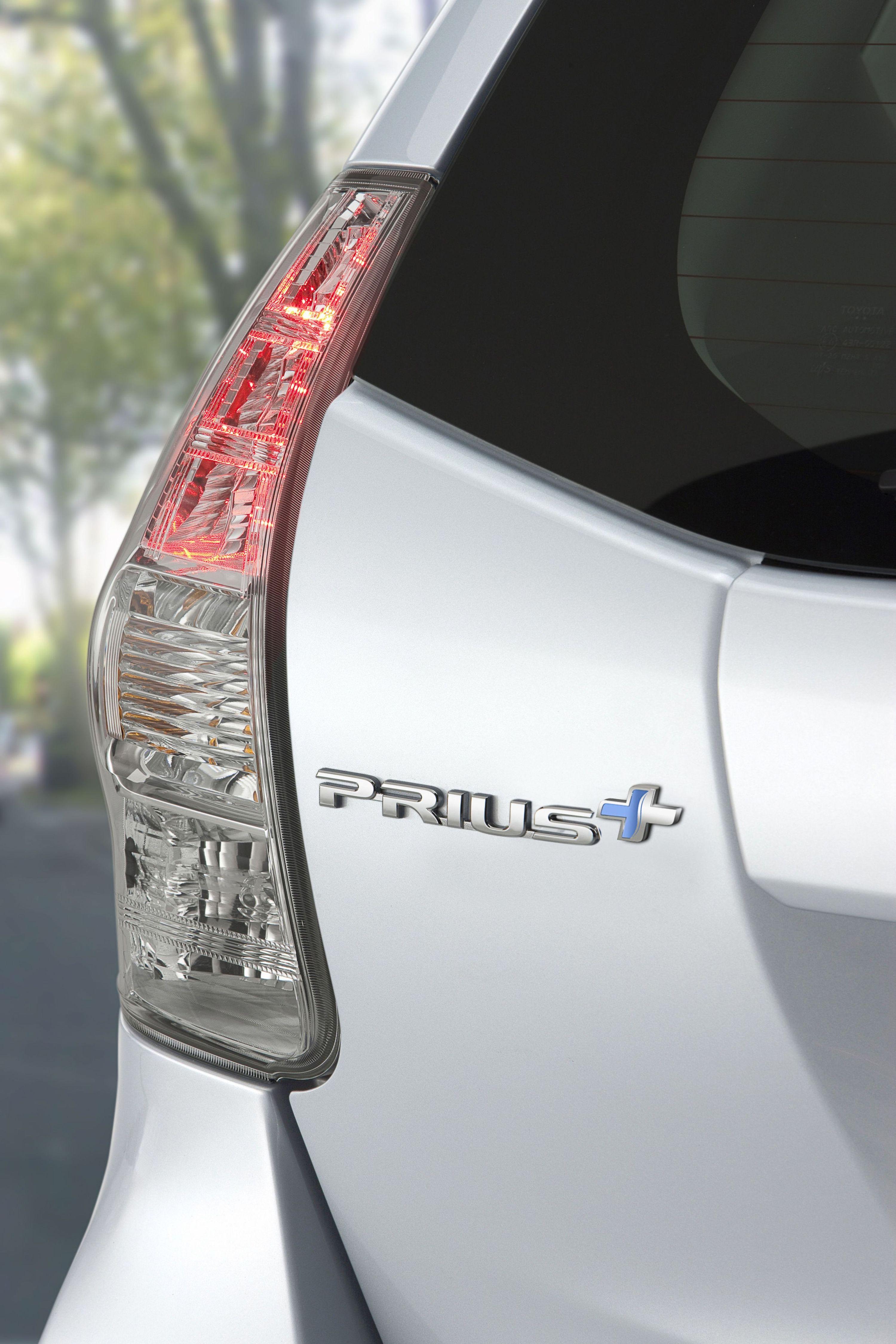 Ginevra 2011: Toyota presenta la nuova Prius+ e il prototipo della Yaris HSD
