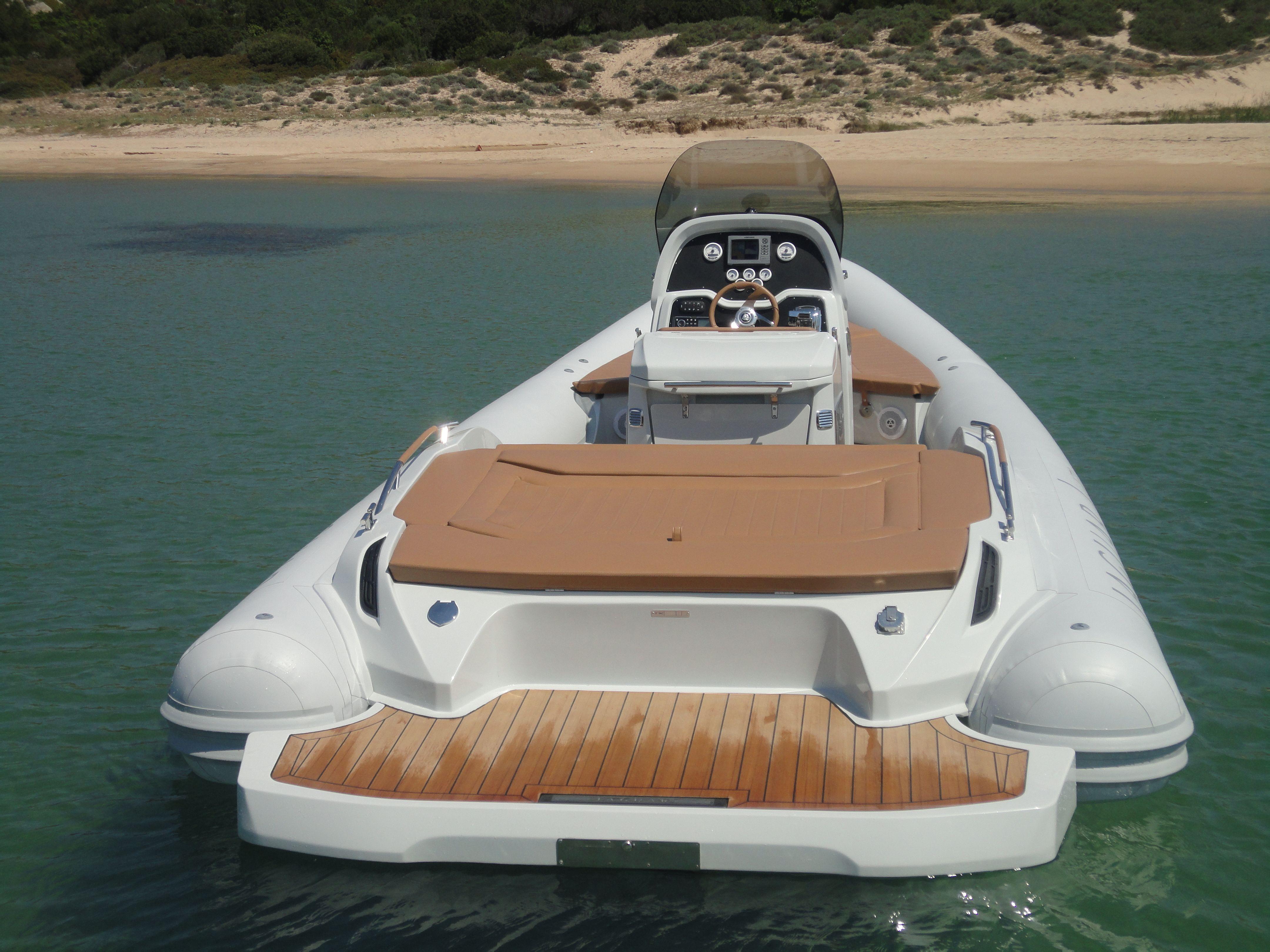 Gommone RIB Jaguar XT8: lusso e sportività per navigare