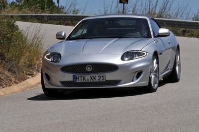 Jaguar XK, XKR e XKR-S entusiasmante, risoluta e decisamente prestazionale