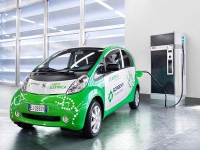 Peugeot: prima stazione di ricarica per auto elettriche a Milano