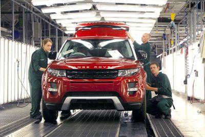 La forza lavoro Jaguar Land Rover di Halewood impegnata H24 per produrre l'Evoque