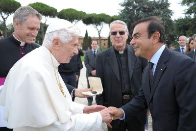 """Auto elettrica: anche la Chiesa partecipa a """"guidare il cambiamento"""" grazie a Renault"""