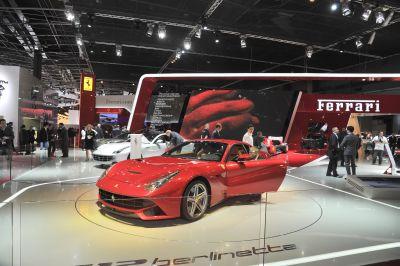 Ferrari: in anteprima a Parigi il telaio in composito F1 della prossima ibrida in serie speciale limitata