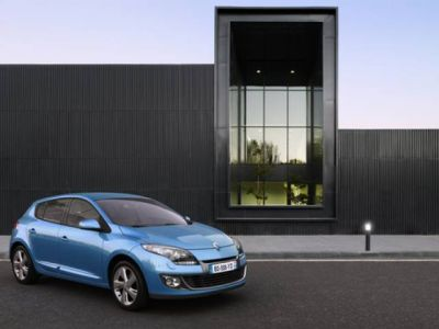 Nuova Renault Mégane: fare il pieno di carburante diventa un evento