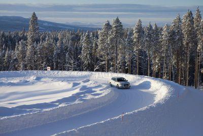 Pioggia, gelo, fanghiglia o neve Bridgestone offre consigli per una guida sicura nella stagione invernale