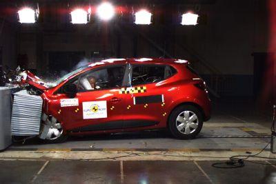 """Nuova Renault Clio: """"Migliore Auto dell'anno 2012 Euro Ncap"""""""