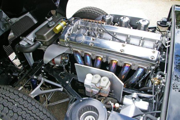 All'asta una splendida Jaguar E-Type Series One con guida a sinistra 01